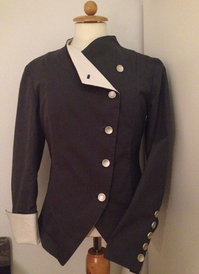 Nina har syet denne jakke. Hun går på mit syhold i Århus.