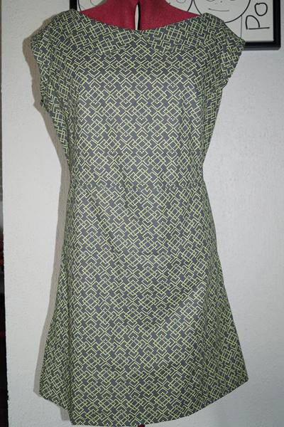 Anja har syet denne kjole, og er selv ret stolt. Læs hvad hun har skrevet til mig inde i showroomet.