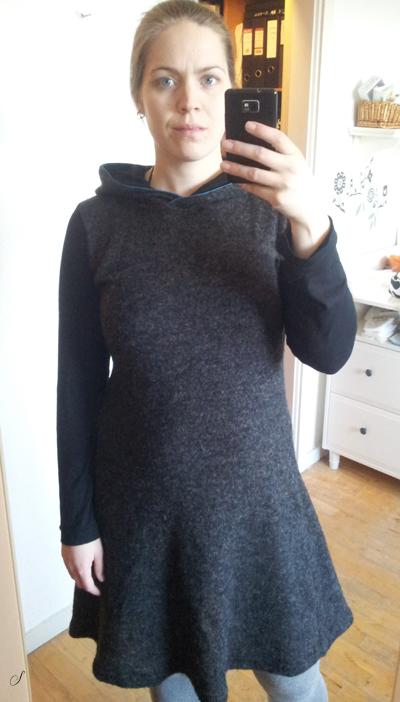 Denne kjole i uldstrik fra Silkehuset syede jeg lige inden juleferien, så den har været med på ferie og holdt mig dejlig varm.